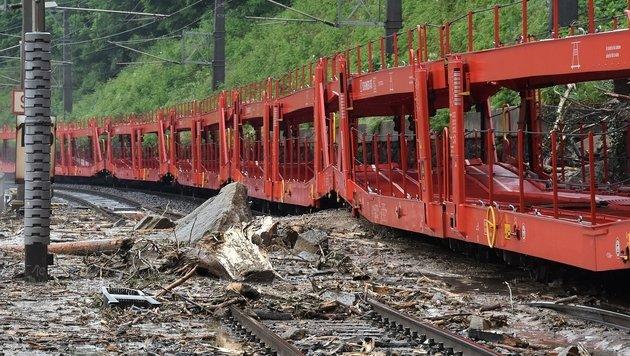 Heftige Unwetter: West- und Südbahn lahmgelegt (Bild: APA/BFVMZ/PUSTERHOFER)