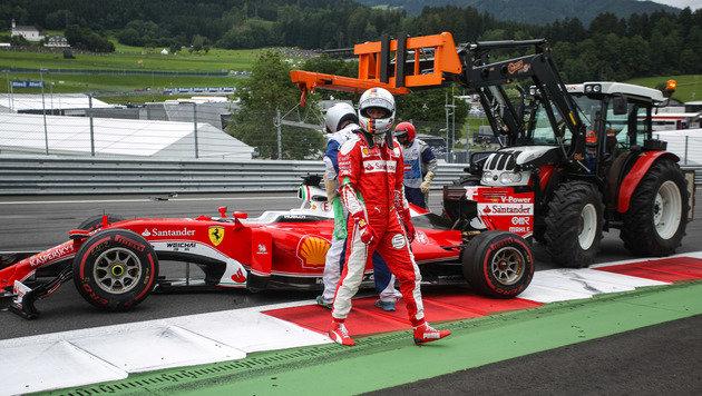 Reifenplatzer! Vettel-Crash an seinem Geburtstag (Bild: GEPA)