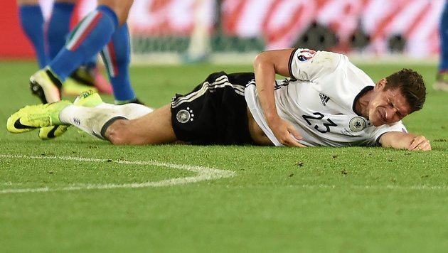 Schock für Deutschland: EM-Aus für Stürmer Gomez! (Bild: APA/AFP/NICOLAS TUCAT)