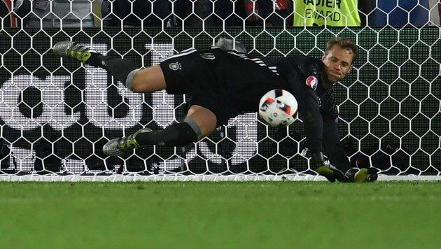 """Held Neuer: """"Es war das irrste Penaltyschießen!"""" (Bild: APA/AFP/PATRIK STOLLARZ)"""