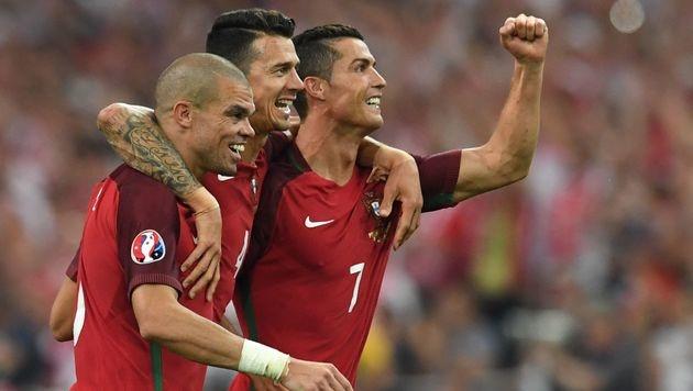 Bei einem Sieg am Mittwoch jubeln Fonte und Ronaldo vielleicht nur ohne ihren Verteidiger Pepe. (Bild: APA/AFP/BERTRAND LANGLOIS)