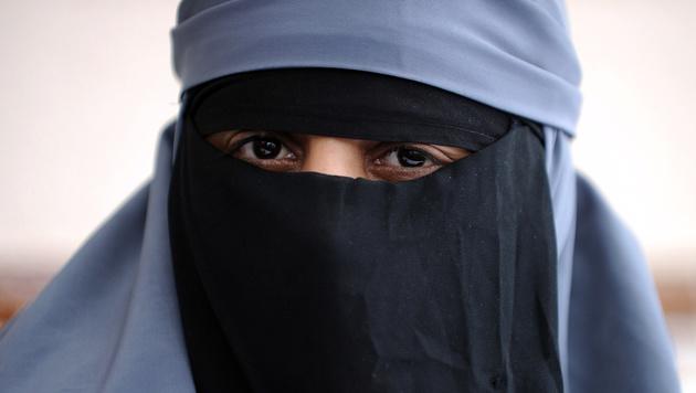 Deutsche Schülerin weigert sich, Niqab abzulegen (Bild: FRED DUFOUR/AFP/picturedesk.com (Symbolbild))