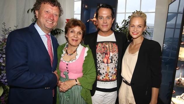 Klaus & Dressurreiterin Evelyn Haim-Swarovski mit Entertainer Gregor Glanz und Mirjam Weichselbraun (Bild: Recka Hammann)