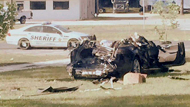 T�dlicher Tesla-Crash: Auto fuhr zu schnell (Bild: Polizei)