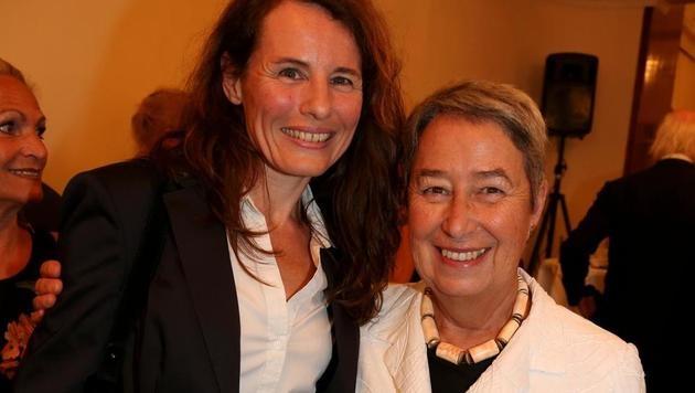 Margit Fischer gratulierte Librettistin Angelika Messner. (Bild: Karl Schöndorfer)