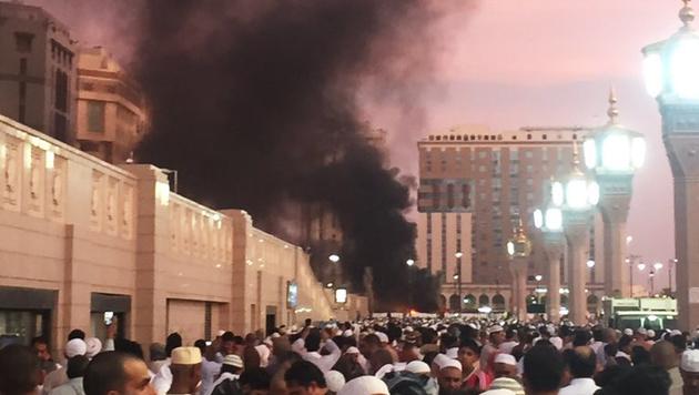 Ein Attentäter sprengte sich nahe der Prophetenmoschee in Medina in die Luft. (Bild: AP)