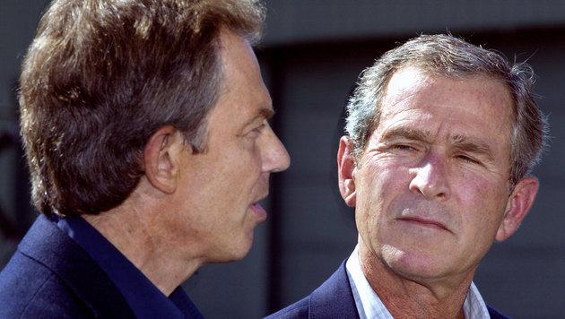Tony Blair und George W. Bush in einer Aufnahme aus dem Jahr 2002 (Bild: AFP)