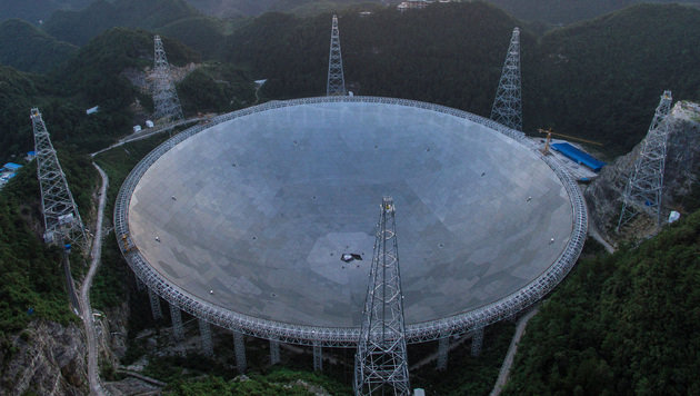 "Das ""Five-hundred-meter Aperture Spherical radio Telescope"" in China (Bild: APA/AFP/Xinhua)"