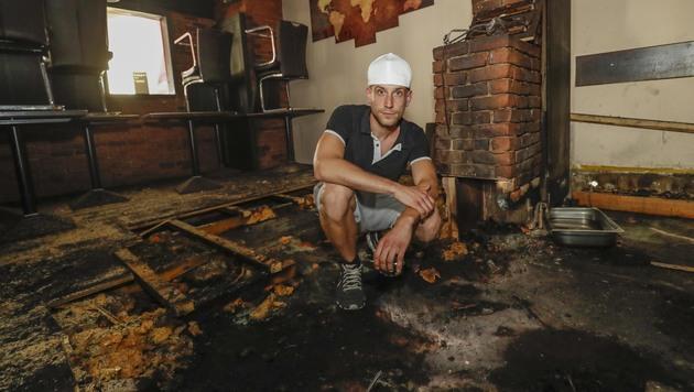 Stephan Liebing auf dem Podest, unter dem der Brand ausbrach (Bild: Markus Tschepp)