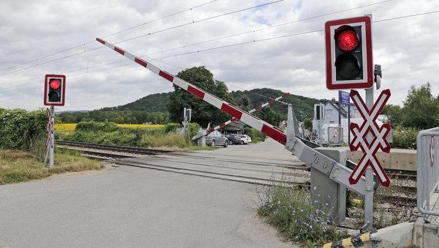 Schüler über Gleise gelotst: Lehrerin meldete sich (Bild: Klemens Groh (Symbolbild))