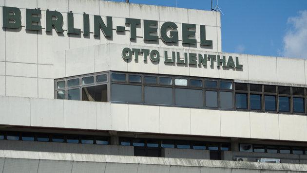 Entwarnung nach Bomben-Drohung gegen Lufthansa-Jet (Bild: APA/dpa/Sophia Kembowski)