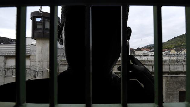 Handys im Gefängnis: Justiz testet Störsender (Bild: APA/Helmut Fohringer, thinkstockphotos.de)