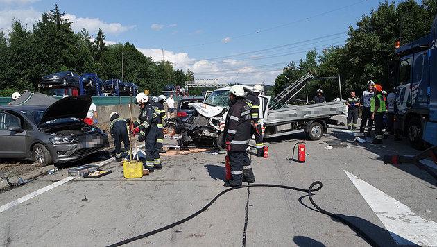 Massenkarambolage auf A2: 6 Verletzte, Totalsperre (Bild: FF Ludersdorf)