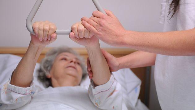 Neue Ausbildung für Krankenpfleger beschlossen (Bild: APA/BARBARA GINDL)