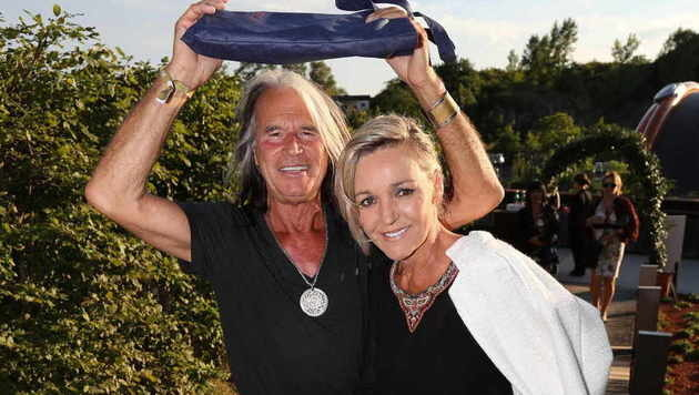 """""""Sitzfleisch"""": Sänger Waterloo und seine Frau Andrea brachten Pölster mit. (Bild: Starpix/Alexander TUMA)"""