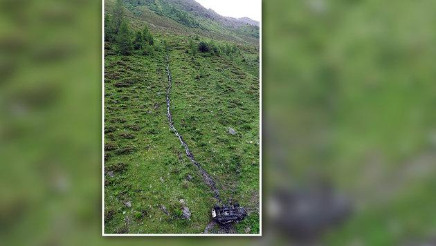 Der 16-Jährige wurde bei dem Unfall aus dem Wrack geschleudert. Für ihn kam jede Hilfe zu spät. (Bild: ZOOM-Tirol)