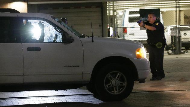 F�nf US-Polizisten von Heckensch�tzen get�tet (Bild: AP)