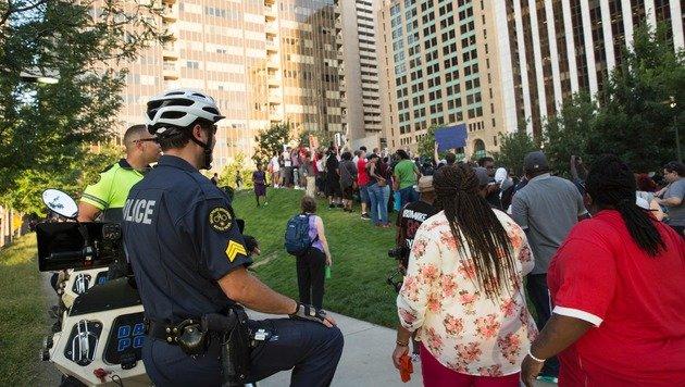 F�nf US-Polizisten von Heckensch�tzen get�tet (Bild: AFP)