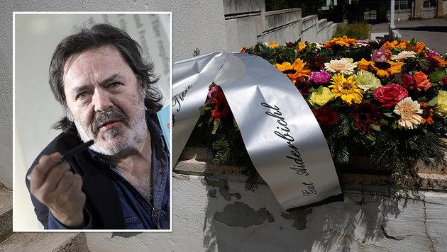 Manfred Deix fand seine letzte Ruhestätte am Wiener Zentralfriedhof. (Bild: Martin A. Jöchl, APA/AFP/dpa/ARNO BURGI)