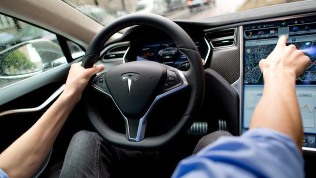 Tödlicher Tesla-Crash: Auto fuhr zu schnell (Bild: APA/dpa/Sven Hoppe)