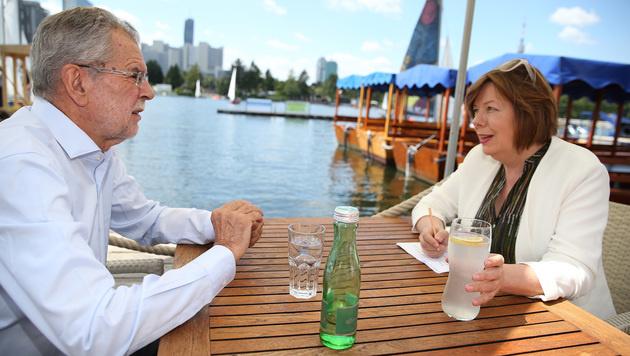 Van der Bellen im Gespräch mit Conny Bischofberger (Bild: Zwefo)