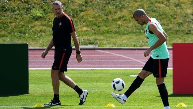 Portugals Abwehrboss Pepe zurück im Training (Bild: APA/AFP/FRANCISCO LEONG)