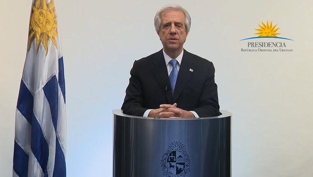 Präsident Tabare Vazquez verkündet den Sieg gegen Philip Morris im Fernsehen. (Bild: APA/AFP)