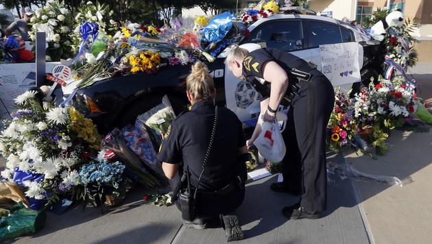 Dallas trauert um die erschossenen Polizisten. (Bild: AP)