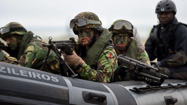 Portugiesische Elitesoldaten bei einer NATO-Übung im Mittelmeer (Bild: APA/AFP/FRANCISCO LEONG)