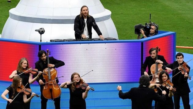 Star-DJ David Guetta performt bei der EM-Abschlussfeier 2016. (Bild: APA/AFP/MIGUEL MEDINA)