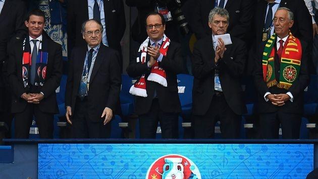 Der französische Präsident Hollande (Mitte). (Bild: APA/AFP/PHILIPPE DESMAZES)