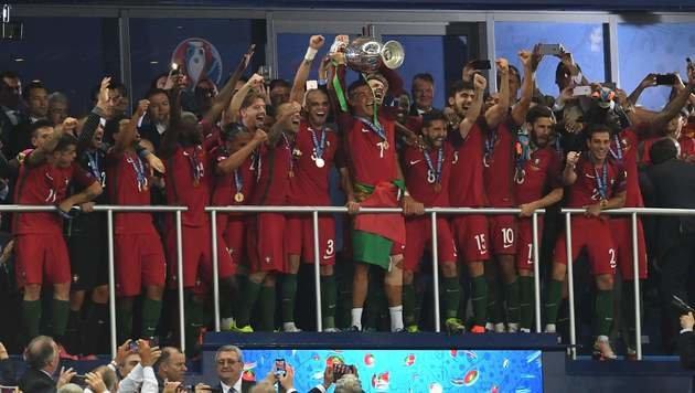 Portugal ist Europameister! (Bild: APA/AFP/PATRIK STOLLARZ)