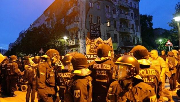Auslöser für die Demos war die teilweise Räumung eines besetzen Hauses. (Bild: EPA)