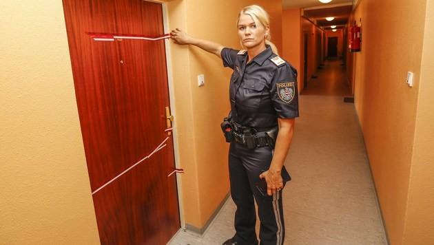 Die Tatort-Wohnung wurde polizeilich versiegelt. (Bild: MARKUS TSCHEPP)