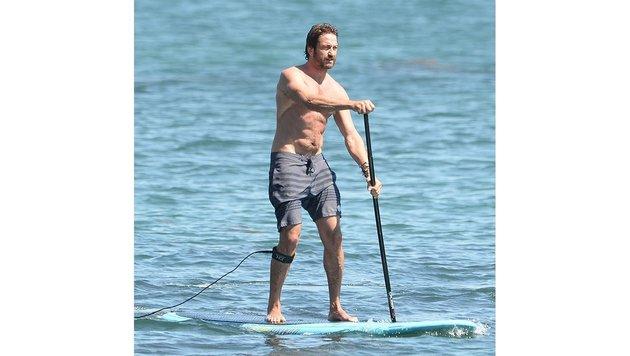 Gerard Butler verdankt seine Bauchmuskeln vermutlich nicht nur dem Stand Up Paddling ... (Bild: Viennareport)