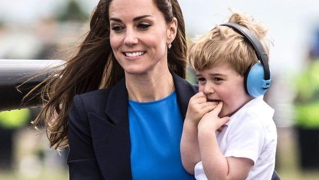 Kate mit ihrem Sohn (Bild: AFP)
