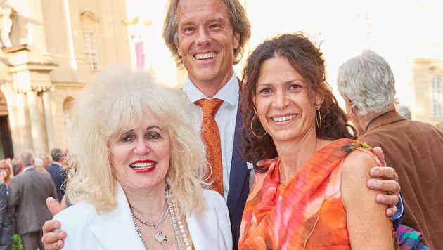 Oliver Stamm mit seiner Frau Caro (rechts) und Brit-Beauty-Doc Rakus (Bild: Starpix/Alexander TUMA)