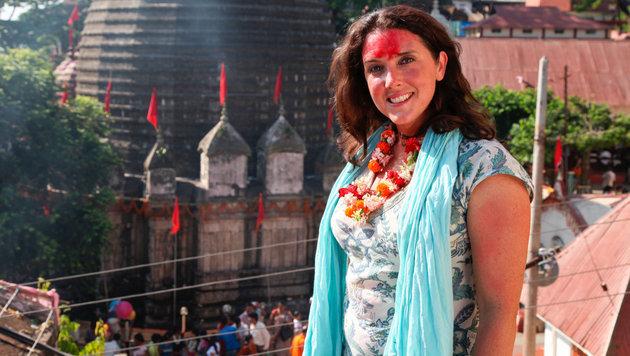 Bettany Hughes besucht in Indien unter anderem den  Kamakhya Temple in Assam. (Bild: ORF)