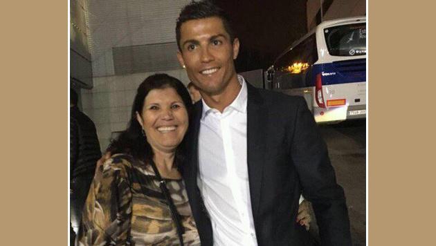 Ronaldos Mutter tobt nach Foul von Payet (Bild: facebook.com)