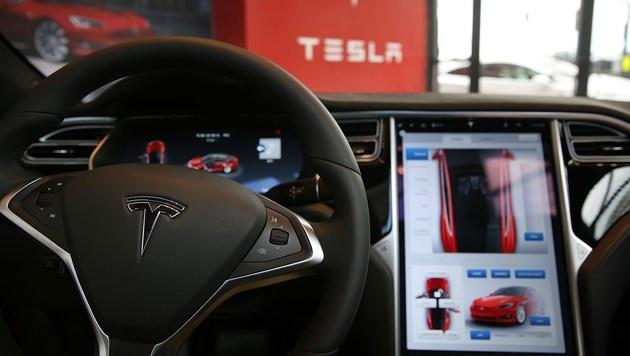 Hat Tesla Todes-Crash für Profit verschwiegen? (Bild: APA/AFP/GETTY IMAGES/SPENCER PLATT)