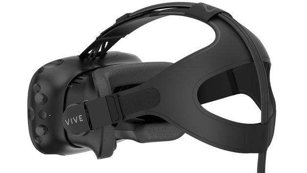 """Die Cyberbrille ist über eine fünf Meter lange """"Nabelschnur"""" mit dem PC verbunden. (Bild: HTC)"""