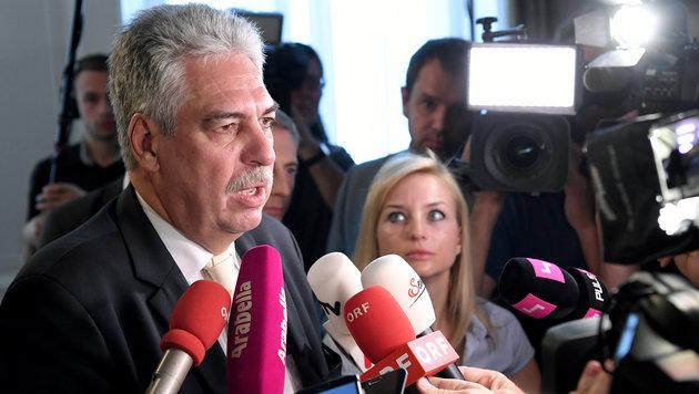 """Finanzminister Hans Jörg Schelling glaubt nun an Österreichs Weg """"zurück an die Spitze"""". (Bild: APA/ROLAND SCHLAGER)"""