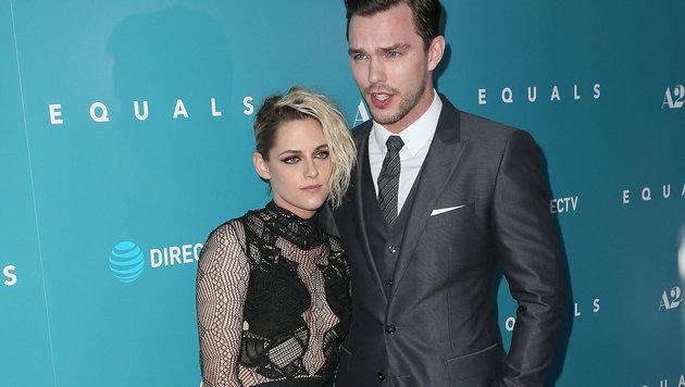 """Kristen Stewart und Nicholas Hoult bei der """"Equals""""-Premiere in Los Angeles (Bild: Viennareport)"""