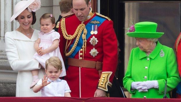"""Prinz George war heuer mit Schwester Charlotte bei der """"Trooping The Colour""""-Parade dabei. (Bild: AFP)"""