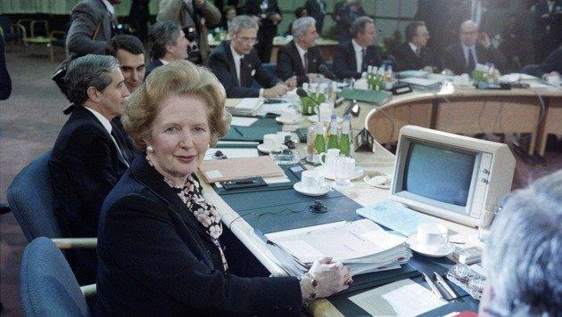 """Die bisher einzige """"Eiserne Lady"""", Margaret Thatcher, am Rande einer Sitzung der Union im Jahr 1986 (Bild: APA/AFP/STEVE WILKINSON)"""
