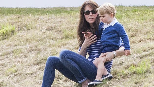 Prinz George beim Besuch eines Polospiels mit seiner Mama Kate (Bild: Viennareport)