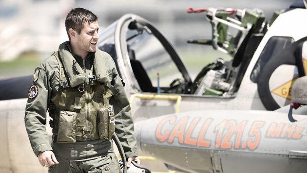 Nach der Landung ist vor dem Abflug: Sofort übernehmen Techniker das gelandete Flugzeug. (Bild: Harald MINICH)