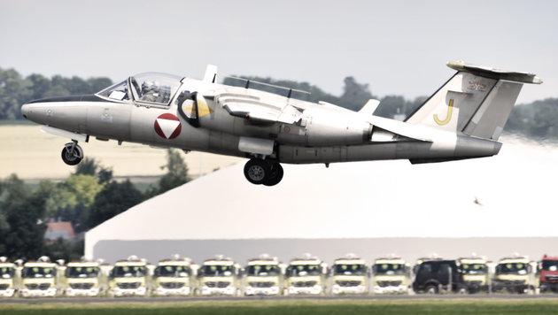 Flimmernde Luft: Einmal abgehoben, erreichen die Maschinen bis zu 970 km/h. (Bild: Harald MINICH)