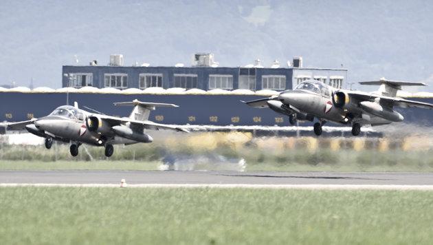 Kurze Rollstrecke: Mit viel Schub und wenig Gewicht heben die Saab 105OE rasch ab. (Bild: Harald MINICH)