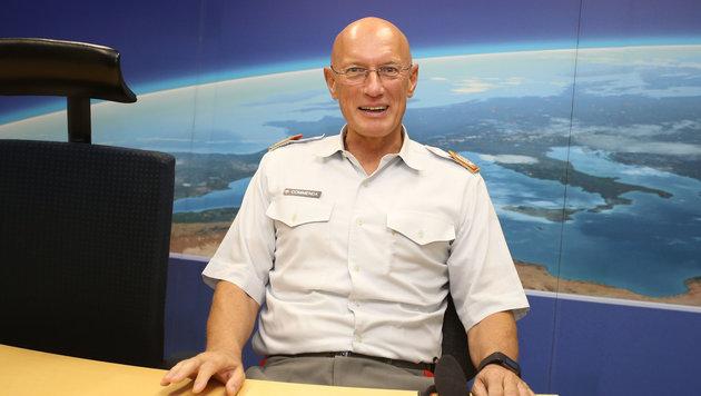 Generalstabschef Othmar Commenda: Armin-Wolf-Ersatz im ORF-Studio (Bild: Zwefo)